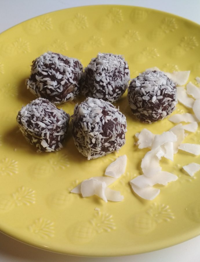 Czekoladowo-orzechowe trufle na mące kokosowej
