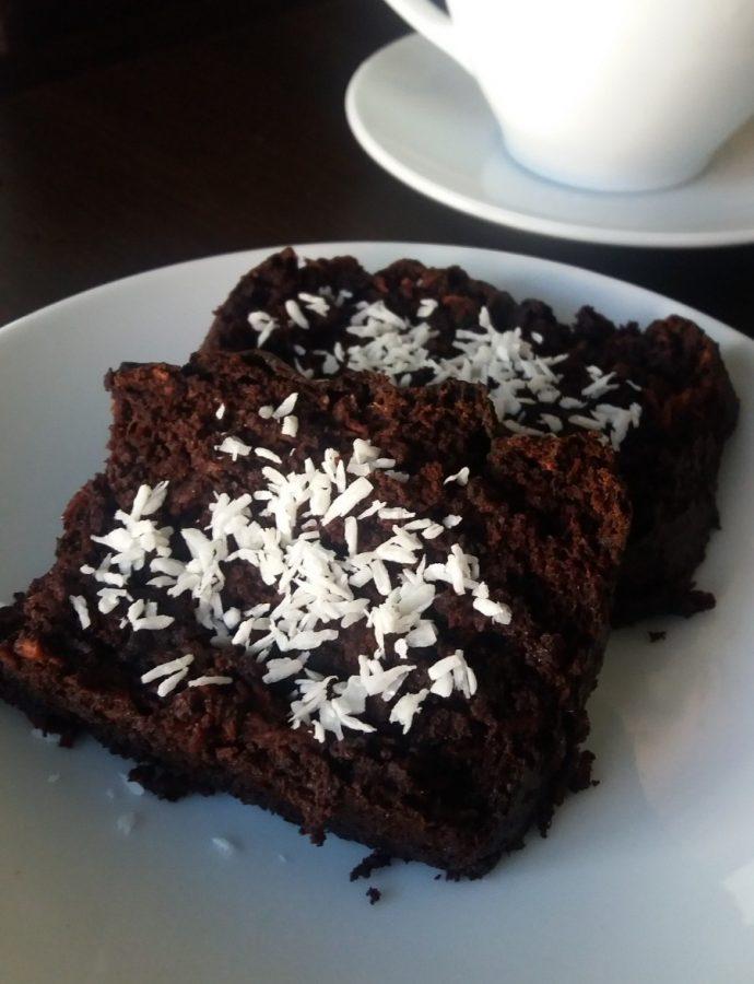 BROWNIE – czekoladowe ciasto z fasolą, słodzone daktylami